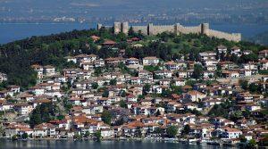 Нема место за дивоградбите на охридското крајбрежје, порачува евроамбасадорот Гир