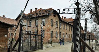Светот одбележува 75 години од ослободувањето на озлогласениот логор Аушвиц