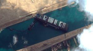 Суецкиот канал е oдблокиран, но бродот ќе остане таму додека не плати милијарда долари