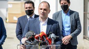 Филипче: 2.000 кинески вакцини за Македонија стигнаа во Софија, довечер кај нас