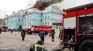 Хирурзи оперирале срце дури болницата горела во пламени