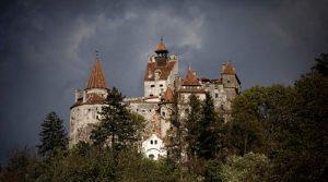 """""""Замокот на Дракула"""" им нуди на туристите вакцина """"Фајзер"""" против ковид-19"""