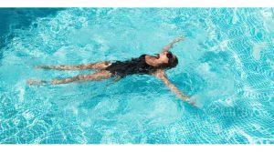 Што да направите ако ве фати грч додека пливате?
